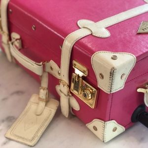 CARRY-ON PINK LUGGAGE